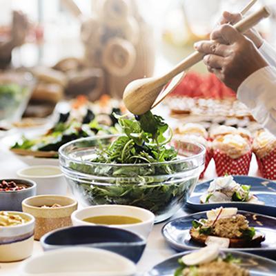 有機野菜・無農薬野菜など、なるべく農薬の少ないものを選び、新鮮でフレッシュな栄養価の高い野菜をたくさん摂ることで体もよろこぶ食事へとつながります。